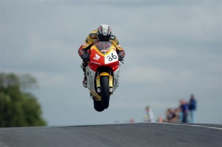 isle-of-man-tt-jump-560x371